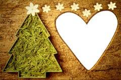 Χαριτωμένη καρδιά πλαισίων χριστουγεννιάτικων δέντρων που διαμορφώνεται Copyspace Στοκ Φωτογραφίες
