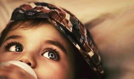 χαριτωμένη κατανάλωση μωρών Στοκ φωτογραφία με δικαίωμα ελεύθερης χρήσης