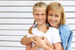 χαριτωμένη κόρη η μητέρα της Οικογενειακός χρόνος Στοκ Εικόνες