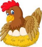 Χαριτωμένη κότα που επωάζει το αυγό της απεικόνιση αποθεμάτων