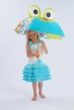 χαριτωμένη ομπρέλα κοριτσ&i Στοκ Εικόνα