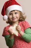 χαριτωμένη παραγωγή κοριτσιών μπισκότων Χριστουγέννων Στοκ εικόνες με δικαίωμα ελεύθερης χρήσης