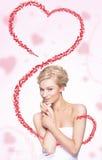 χαριτωμένη πετώντας γυναίκα καρδιών Στοκ Εικόνες