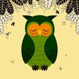 Χαριτωμένη πράσινη νυσταλέα κουκουβάγια στο δάσος διανυσματική απεικόνιση