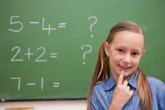 Χαριτωμένη σκέψη μαθητριών στοκ φωτογραφία με δικαίωμα ελεύθερης χρήσης