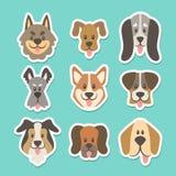 Χαριτωμένη συλλογή αυτοκόλλητων ετικεττών σκυλιών επικεφαλής διανυσματική απεικόνιση