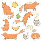 Χαριτωμένη συρμένη χέρι doodle αλεπού και δασική συλλογή αντικειμένων Στοκ Εικόνα