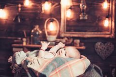 Χαριτωμένη φωτογραφία r r r Παιδική ηλικία και ευτυχία : _ r στοκ εικόνες