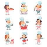 Χαριτωμένοι χαρακτήρες κινουμένων σχεδίων παιδιών λίγων μαγείρων κύριοι που μαγειρεύουν τα τρόφιμα και τις ψήσιμο λεπτομερείς ζωη Στοκ εικόνα με δικαίωμα ελεύθερης χρήσης