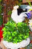 Χαριτωμένος άσπρος κόκκορας παιχνιδιών Στοκ φωτογραφία με δικαίωμα ελεύθερης χρήσης
