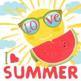 Χαριτωμένος ήλιος στα γυαλιά και ένα ώριμο καρπούζι Τα γυαλιά ηλίου απεικονίζουν τη θάλασσα και τον ουρανό Αγαπώ το καλοκαίρι ελεύθερη απεικόνιση δικαιώματος
