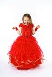 Χαριτωμένος λίγη πριγκήπισσα που ντύνεται στον κόκκινο χορό απομονωμένος στο άσπρο β Στοκ Εικόνα