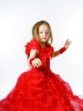 Χαριτωμένος λίγη πριγκήπισσα που ντύνεται στον κόκκινο χορό απομονωμένος στο άσπρο β Στοκ εικόνες με δικαίωμα ελεύθερης χρήσης