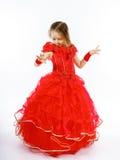 Χαριτωμένος λίγη πριγκήπισσα που ντύνεται στον κόκκινο χορό απομονωμένος στο άσπρο β Στοκ εικόνα με δικαίωμα ελεύθερης χρήσης