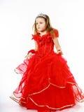 Χαριτωμένος λίγη πριγκήπισσα που ντύνεται στο κόκκινο με την κορώνα στο επικεφαλής posi της Στοκ Εικόνες