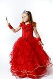 Χαριτωμένος λίγη πριγκήπισσα που ντύνεται στο κόκκινο που απομονώνεται στο άσπρο υπόβαθρο Στοκ φωτογραφίες με δικαίωμα ελεύθερης χρήσης