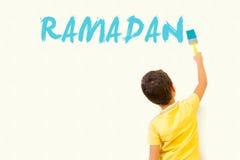 Χαριτωμένος λίγο μουσουλμανικό σχέδιο Ramadan παιδιών Στοκ Εικόνες