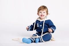 Χαριτωμένος λίγο μωρό ναυτικών στο λευκό Στοκ Φωτογραφία