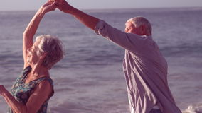 Χαριτωμένος ανώτερος χορός ζευγών απόθεμα βίντεο