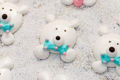 Χαριτωμένος αφορτε marshmallow προσώπων το δίσκο ψησίματος Κατασκευή των αστείων τροφίμων Στοκ φωτογραφίες με δικαίωμα ελεύθερης χρήσης