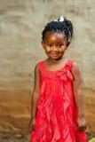 Χαριτωμένος αφρικανικός νεαρός στο κόκκινο φόρεμα. Στοκ φωτογραφία με δικαίωμα ελεύθερης χρήσης