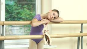 Χαριτωμένος λίγος χορευτής μπαλέτου στην κατηγορία κατάρτισης απόθεμα βίντεο