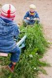 Χαριτωμένος λίγο μωρό στην ταλάντευση Στοκ Φωτογραφία