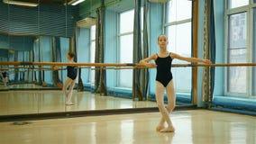 Χαριτωμένος λίγο ballerina απόθεμα βίντεο