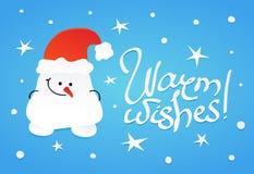 Χαριτωμένος ντροπαλός χιονάνθρωπος με τα κρυμμένα χέρια Στοκ εικόνες με δικαίωμα ελεύθερης χρήσης