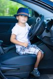 Χαριτωμένος οδηγός στο αυτοκίνητο Στοκ εικόνα με δικαίωμα ελεύθερης χρήσης