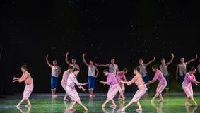 Χαριτωμένος ο στάση-κίτρινος χορός χορωδία-ομάδας ποταμών Στοκ Εικόνες