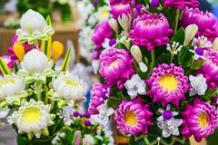 Χαριτωμένος τεχνητός ρόδινος λουλούδια λωτού ή κρίνος νερού Στοκ εικόνες με δικαίωμα ελεύθερης χρήσης