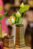 Χαριτωμένος τεχνητός ρόδινος λουλούδια λωτού ή κρίνος νερού Τεχνητό μέρος Στοκ φωτογραφίες με δικαίωμα ελεύθερης χρήσης