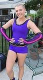 Χαριτωμένος gymnast εφήβων με τις πλεξούδες στοκ φωτογραφία