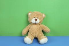 Χαριτωμένος teddy αντέχει το παιχνίδι Στοκ φωτογραφίες με δικαίωμα ελεύθερης χρήσης