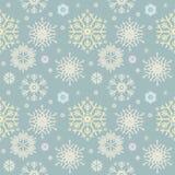 Χαριτωμένο άνευ ραφής σχέδιο με ζωηρόχρωμα snowflakes Στοκ φωτογραφίες με δικαίωμα ελεύθερης χρήσης