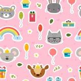 Χαριτωμένο άνευ ραφής σχέδιο με τα ζώα κινούμενων σχεδίων Γλυκό υπόβαθρο για τα παιδιά χρόνια πολλά θέμα Στοκ φωτογραφία με δικαίωμα ελεύθερης χρήσης