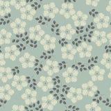 Χαριτωμένο άνευ ραφής σχέδιο με τα διακοσμητικά λουλούδια και τα φύλλα Στοκ εικόνα με δικαίωμα ελεύθερης χρήσης