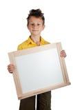 Χαριτωμένο αγόρι που κρατά το λευκό πίνακα Στοκ φωτογραφίες με δικαίωμα ελεύθερης χρήσης