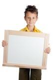 Χαριτωμένο αγόρι που κρατά το λευκό πίνακα Στοκ Εικόνα