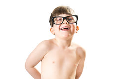 Χαριτωμένο αγόρι που χαμογελά με τα μεγάλα, ανόητα γυαλιά Στοκ εικόνα με δικαίωμα ελεύθερης χρήσης