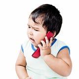 Χαριτωμένο αγόρι που χρησιμοποιεί το κινητό τηλέφωνο Στοκ Φωτογραφία