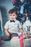 Χαριτωμένο αγόρι Χριστουγέννων στοκ εικόνες