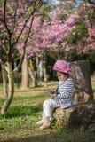 Χαριτωμένο λατρευτό συμπαθητικό κοριτσάκι Στοκ φωτογραφία με δικαίωμα ελεύθερης χρήσης