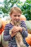 χαριτωμένο γατάκι κοριτσ&io στοκ φωτογραφίες