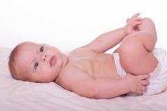 Χαριτωμένο ευτυχές μωρό στην πάνα Στοκ Φωτογραφίες