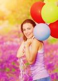 Χαριτωμένο θηλυκό με τα μπαλόνια Στοκ Εικόνες