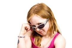 χαριτωμένο κοίταγμα κοριτσιών Στοκ εικόνες με δικαίωμα ελεύθερης χρήσης