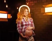 χαριτωμένο κορίτσι έγκυο Στοκ εικόνα με δικαίωμα ελεύθερης χρήσης