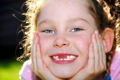 χαριτωμένο κορίτσι έξω από τ&eta Στοκ φωτογραφίες με δικαίωμα ελεύθερης χρήσης
